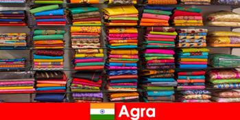 विदेशों से टूर ग्रुप आगरा भारत में सस्ते सिल्क कपड़े खरीदते हैं