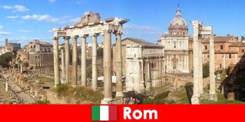 प्राचीन खुदाई और रोम इटली में खंडहर के लिए यूरोपीय मेहमानों के लिए बस पर्यटन
